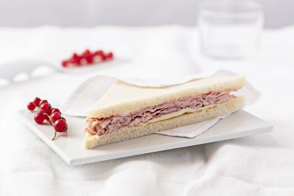 Sandwich cotto e formaggio